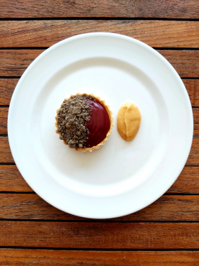 Apple & fermented sloeberry tart~walnut crumble~caramelized quince puree
