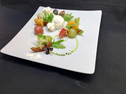 Heirloom 🍅  & 🐃 Mozzarella Salad