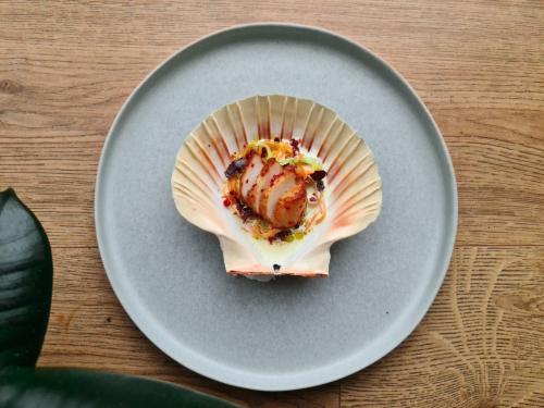 Scallops are great cooked in a hot pan and finished with *a lot* of hot foamy butter. But for this dish baking them in their shells with a fragrant lemongrass and pink peppercorn butter felt like the better move.   Oven baked Scallop. Lemongrass, Dulse and Pink  Peppercorn. @badseedsedin @sam.yorke