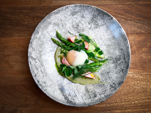 63 sous vide egg/avocado puree/white balsamic pickled radish/asparagus/wild garlic oil/salad burnet🌱