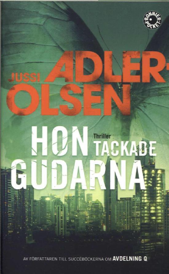 Adler-Olsen, Jussi: Hon tackade gudarna