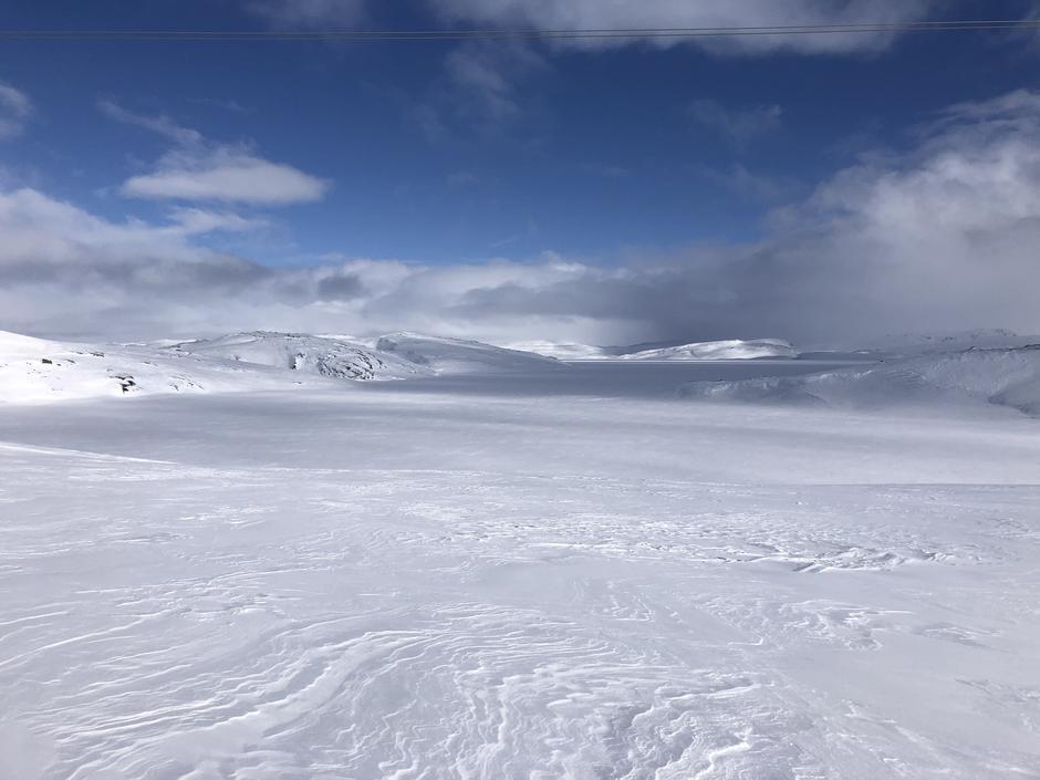 Bilde er tatt der kvistene settes på Blåsjø 1000moh.  Der løypa kysser Øvre Storvatnet.  Storevassdammen som ein ser rett fram.