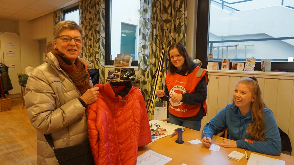 Madeleine (blå genser) og resten av gjengen i DNT ung Telemark sørga for en vellykka Grønn fredag!