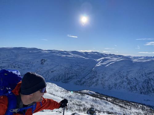 19.2.2021 - skiføre helt ut til kysten, men mildvær på gang....stor skredfare!