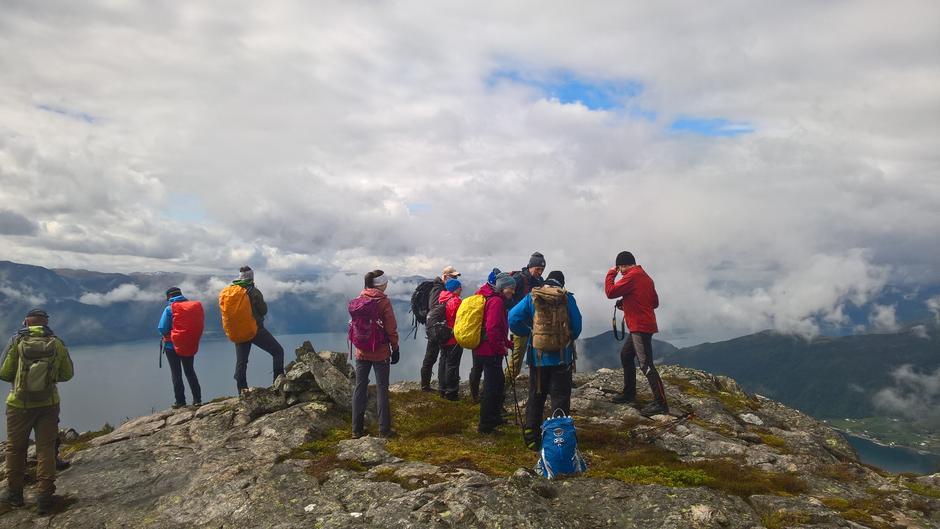 Utsikt mot Norevikane og vestover Sognefjorden