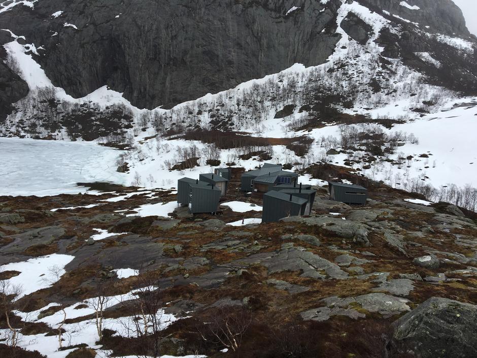 Videre fra Skåpet og over til Flørli møter en på snø.