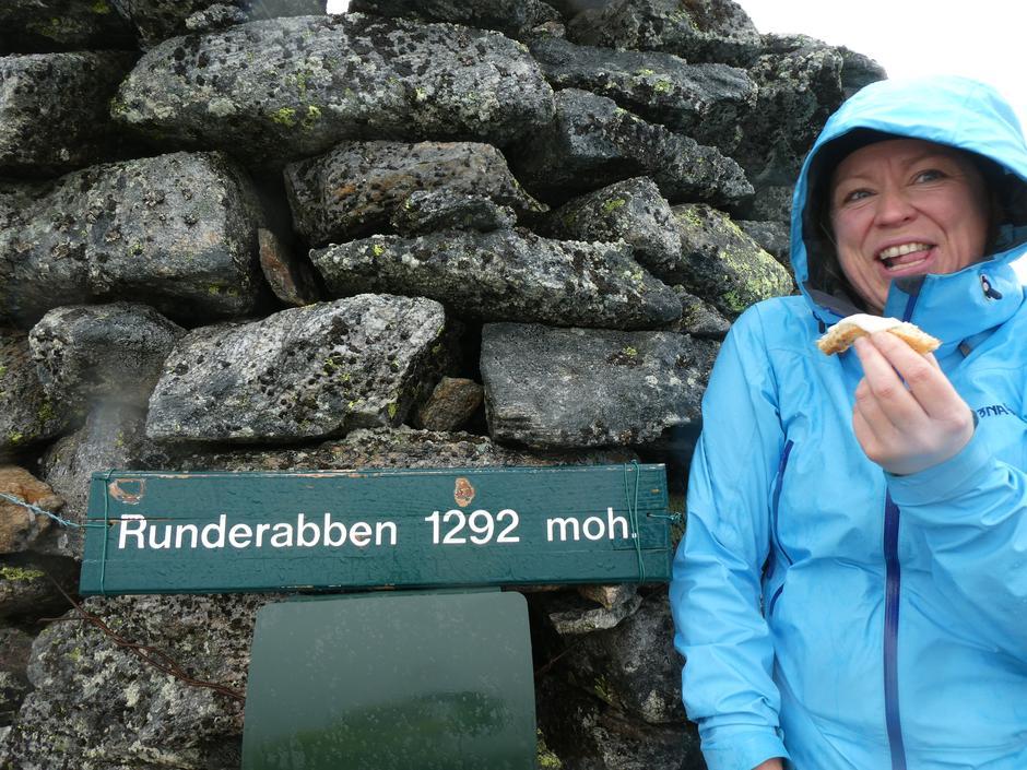 Kransekakekos på høgste toppen i Nordhordland