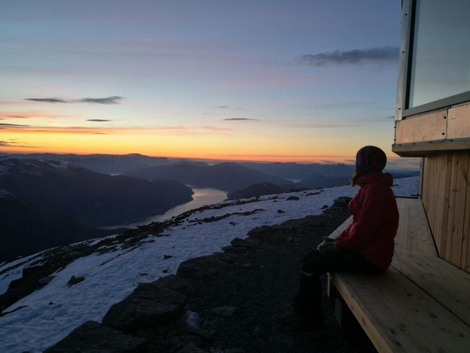 På toppen av Skålabu en helg i slutten av oktober. Skuer utover fjorden. For en opplevelse og for en utsikt! Vi rakk opp til solnedgangen som var målet 😍 Jeg kommer til og leve lenge på denne turopplevelsen.