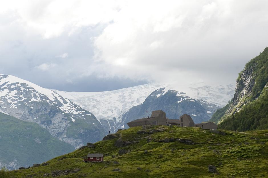 Den gamle hytta Tungestølen ble tatt av orkanen Dagmar i 2011. Snøhetta arkitekter har tegnet den nye.