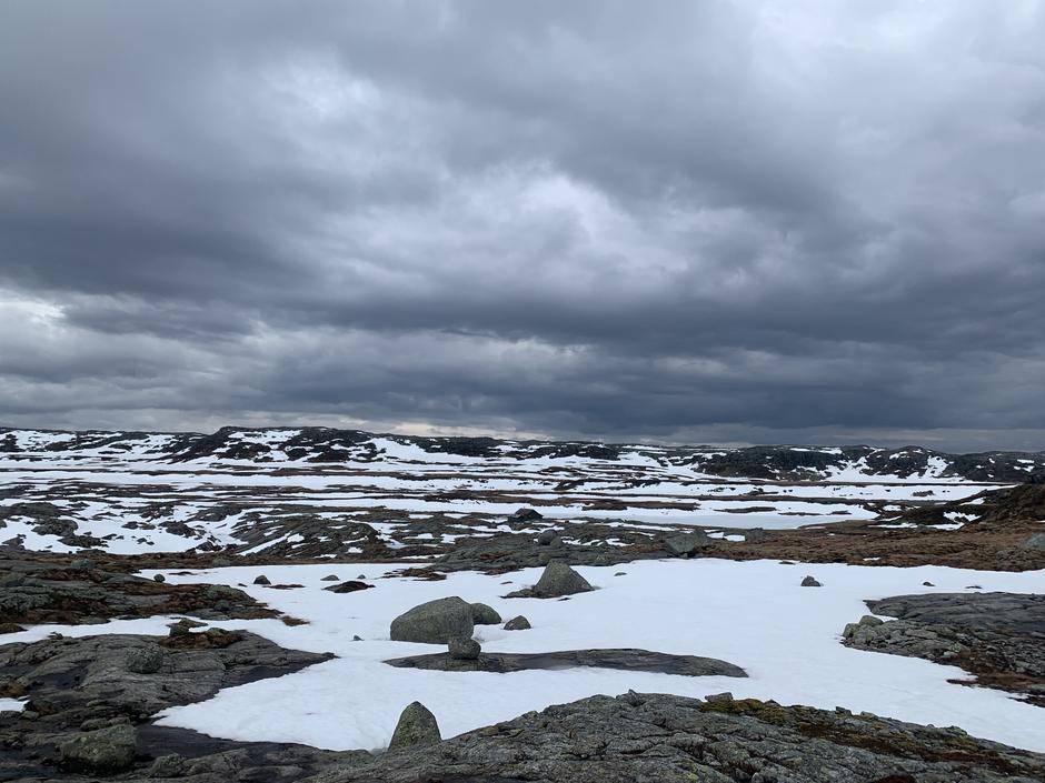 I området rundt Melands Grønahei smelter det raskt nå.