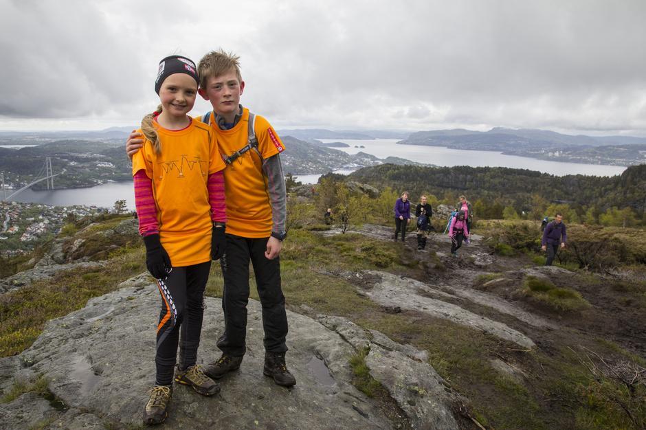 Marie og Karl Henrik på 7-fjellstur i Bergen.