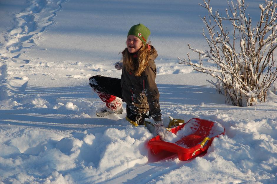 Gøy i snøen. Arkivfoto.