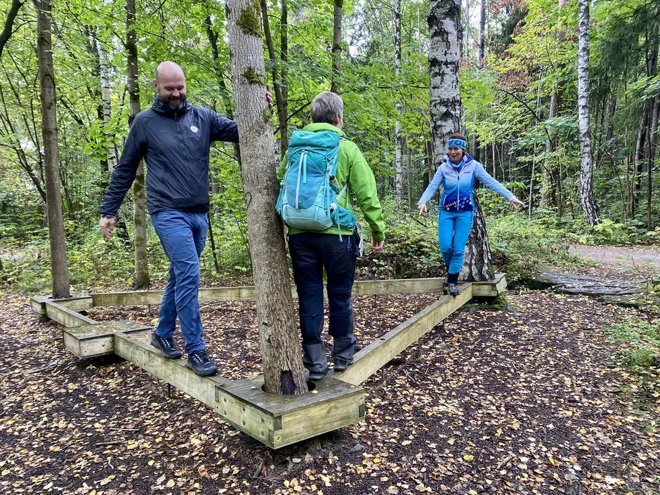 """""""Pusterommet i skogen"""" er en del av UT Pusterom-tilbudet ved Rikshospitalet i Oslo. DNTs Dag Terje Klarp Solvang og Helle Aanesen i Aktiv mot kreft tester tilbudet."""