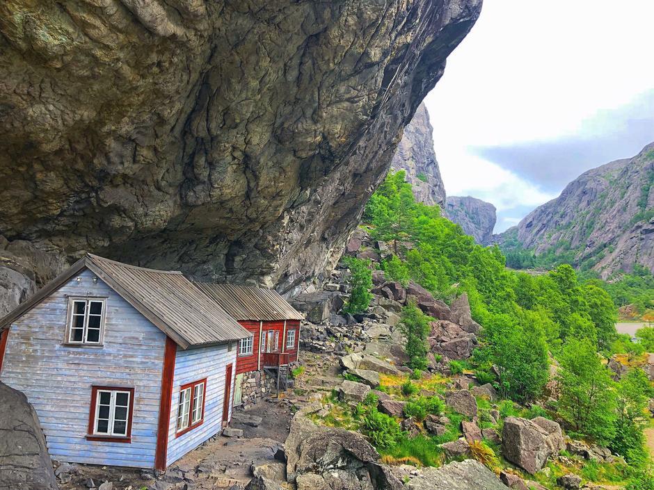 Turen starter fra Helleren i Sokndal, en kjent turistattraksjon ved Jøssingfjorden.