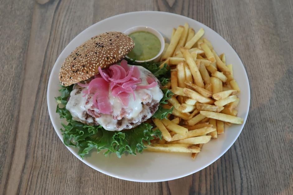 Fjellburger fra vår a la carte meny