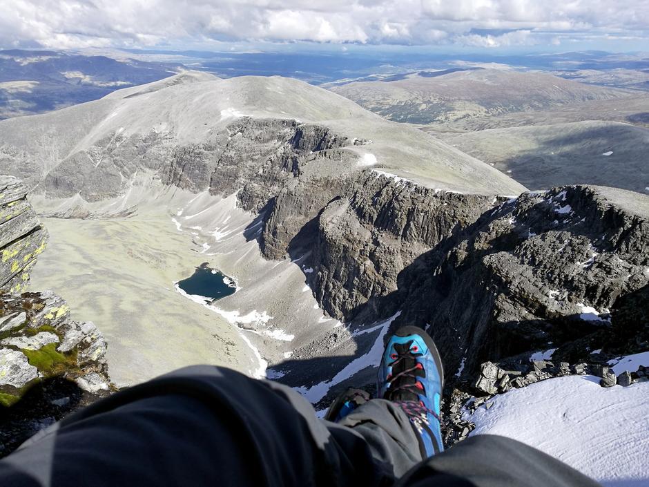 RÅ UTSIKT: Det er overveldende å sitte på toppen av Rondeslottet.