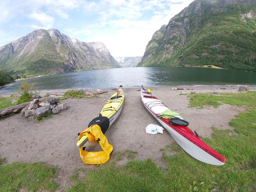 Fjell og fjord i den majestetiske Nærøyfjorden.