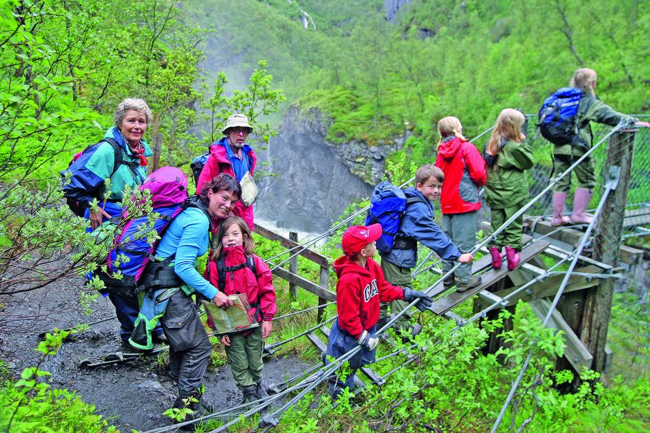 SPENNENDE: Aurlandsdalen byr på utfordringer for både store og små.