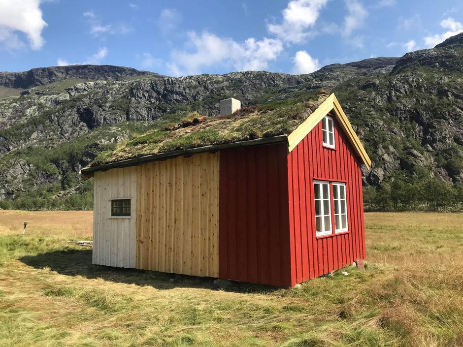 Nesten ferdig malt hytte!