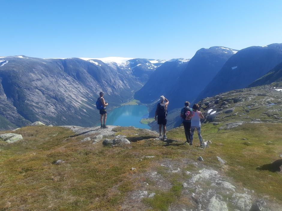 Utsikt innover Kjøsnesfjorden mot Lunde og Søgnesand.