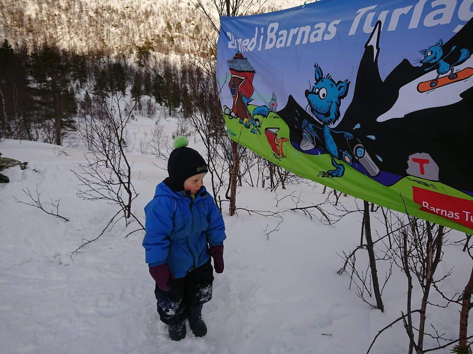 Tre Barnas Turlag i keipen Turlag feira saman i Myklebustdalen.