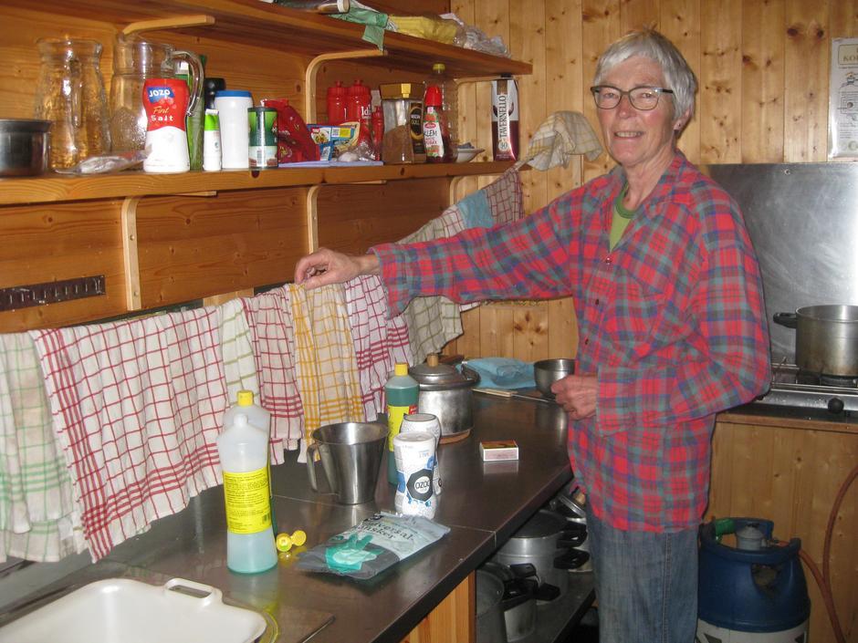 Klestørk over kjøkkenbenken må til når regnet høljer ned utenfor. Kjellaug Hidle er godt fornøyd med resultatet.
