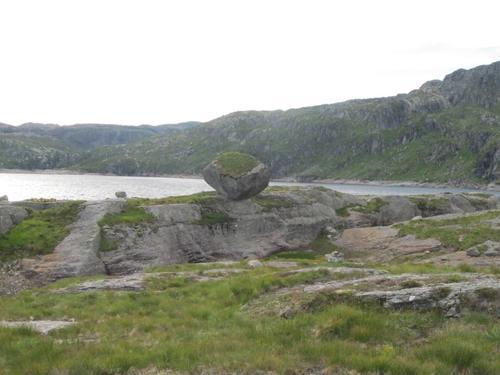 Steinen ved Løkjevassbu