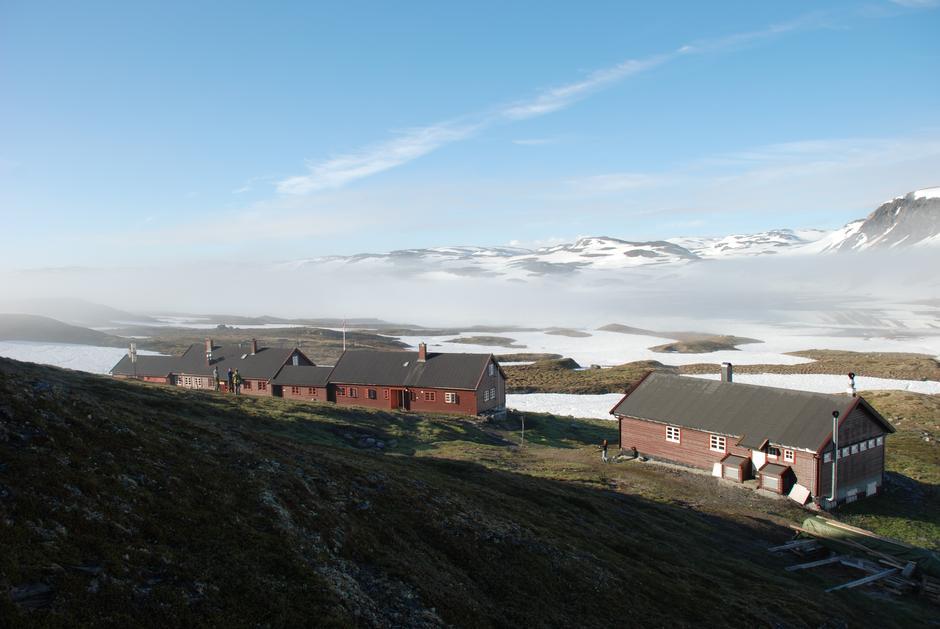 Litlos turisthytte ligger vakkert til vest på Hardangervidda