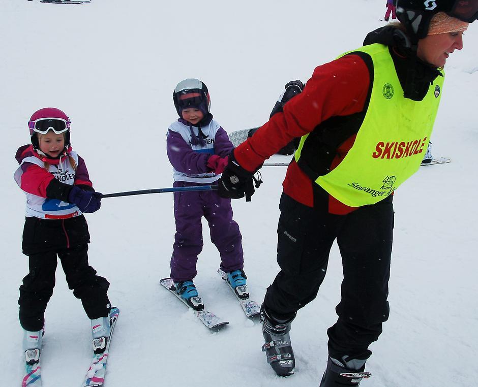 Mye moro i bakkene med en dyktig skiinstruktør.