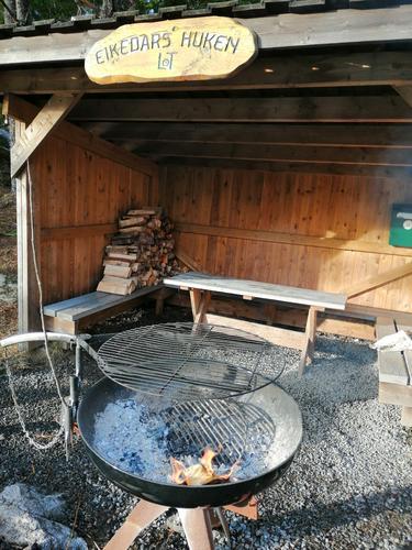 Velkommen til gapahuken og uteområdene på Eikedalen