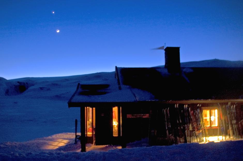 Vinternatt ved Rondvassbu. Foto: DNT Oslo og Omegn