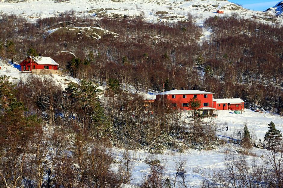Hyttene på Olalia, i vinterdrakt.