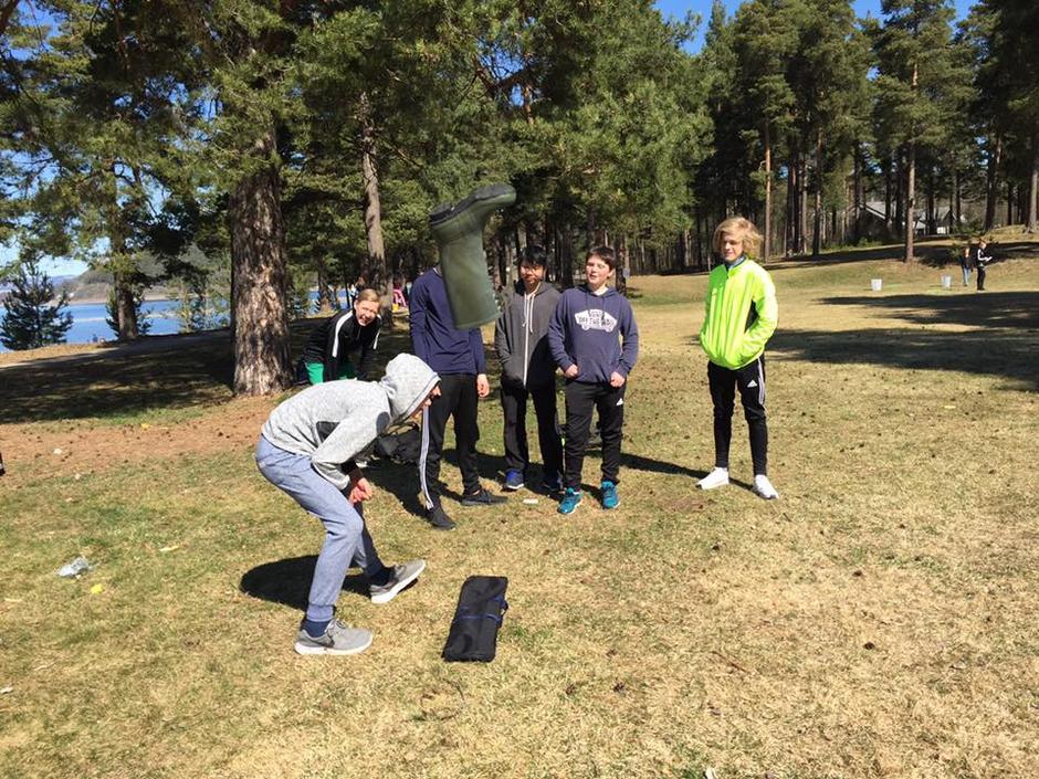 Støvelkast var en av mange populære aktiviteter på Hamar.