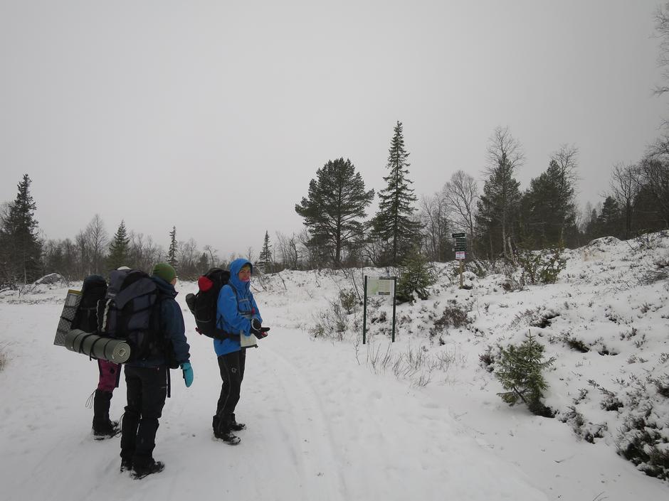 Starten på stien til Bossbu. Ikke veldig mye snø her nei.