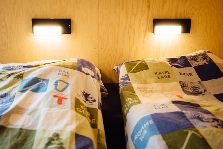 Totalt 22 sengeplasser fordelt på 5 soverom i hytta.