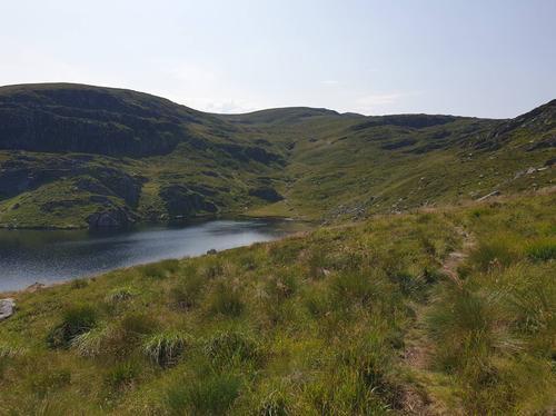 Stien går vest for Fåvatnet
