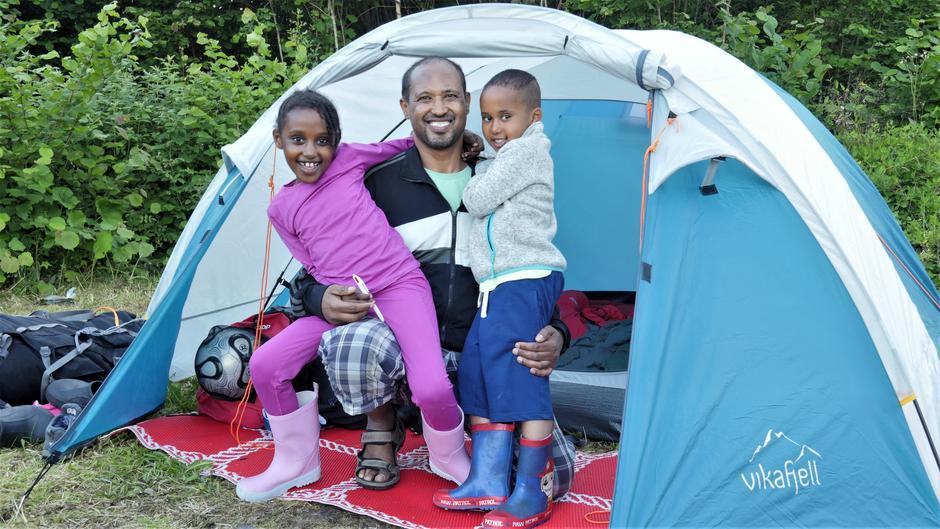 Nigist, Fifle og Matias opplever sin aller første telttur sammen med Barnas Turlag, og syns det har vært så vellykket at listen over nye turer og hytter de ønsker å besøke allerede er skrevet.