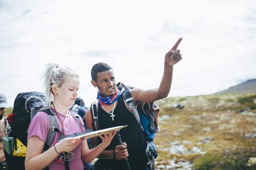 FLYKTET: Dawit minnet sitt barndoms Eritrea, hvor han pleide å ferdes mye i fjellet. Her med Karianne.