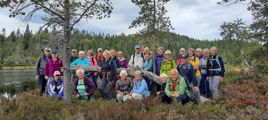Fornøyde deltakere ved Gyrihaugtjerna.