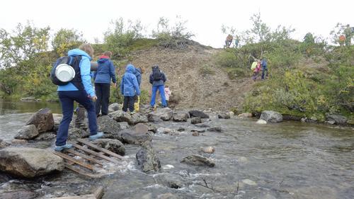 Lagt ut steiner å gå på over elven