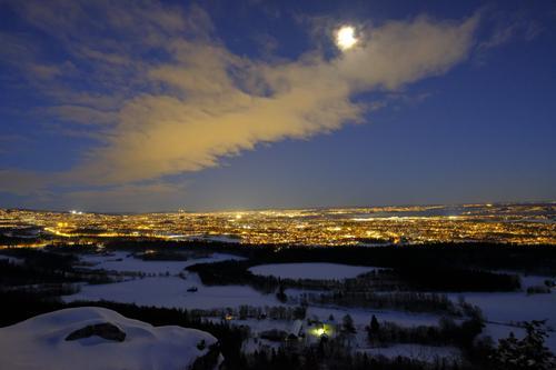 Utsikt fra Gråmagan i måneskinn.