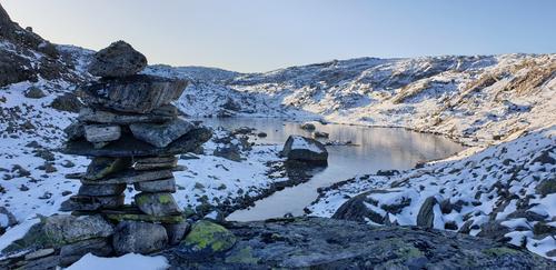 Vann (1000 moh) mellom Store Nordalsvatnet og Storavatnet.