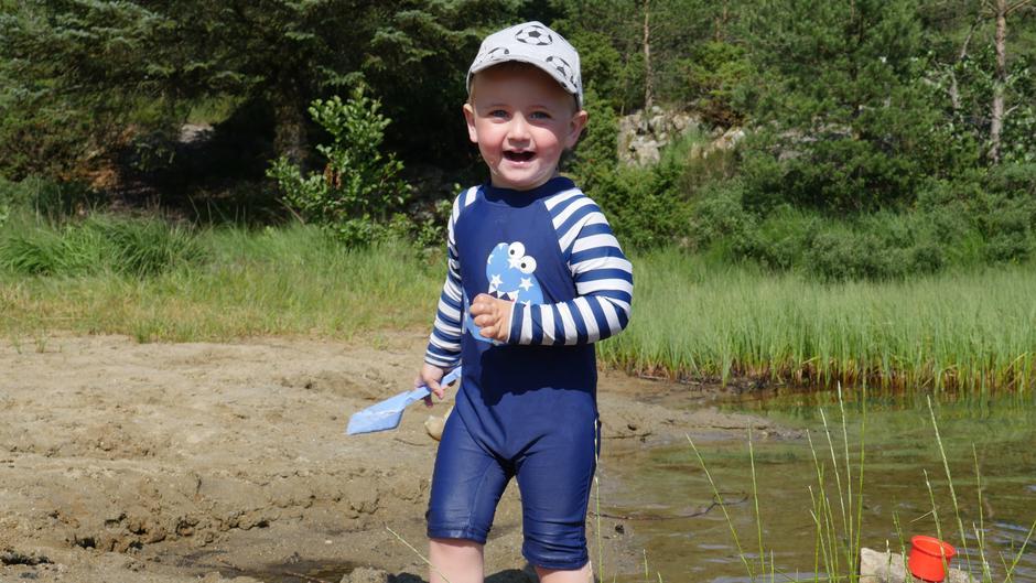 Edward nyter livet på skjærgårdsferie!
