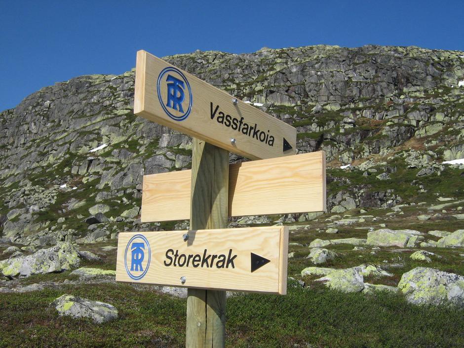 Skilt på vei mellom Storekrakkoia og Vassfarkoia.