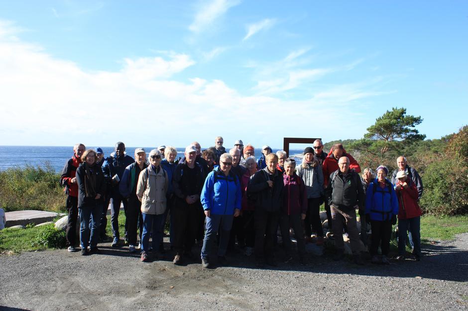 Hele gruppen samlet ved starten fra p-plassen på Spornes!