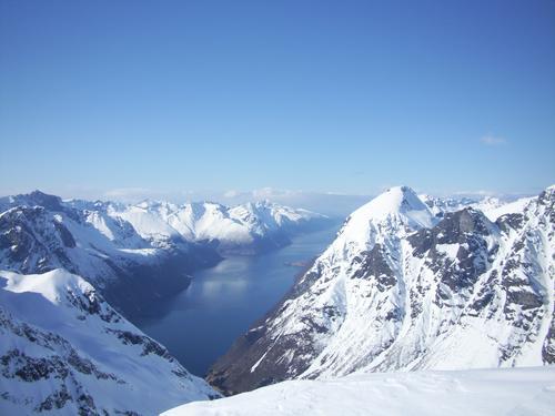 Fin utsikt utover Hjørundfjorden fra Blæja