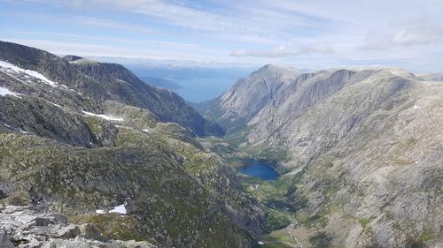Utsyn over Ænesdalen frå Blåhatten