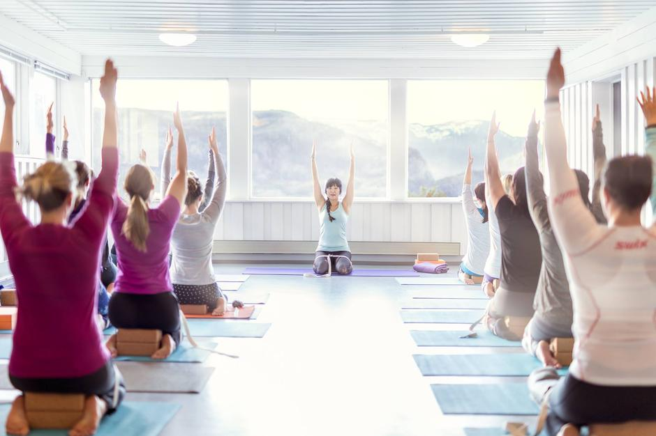 Yoga at preikestolen