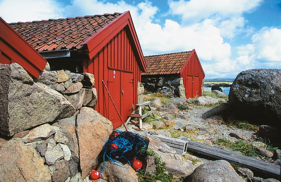Det lune naustmiljøet ved Holmastø er den ideelle rasteplassen på turen.