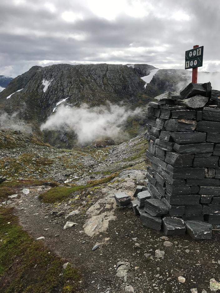 Fine nye varder. Ca. 1200 moh. Ruklenuten (1381 moh) i bakgrunnen.